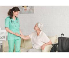 Evlerde ve hastanelerde yasli bakim hizmeti